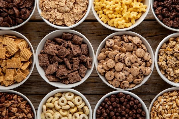Vista dall'alto dell'assortimento di cereali per la colazione