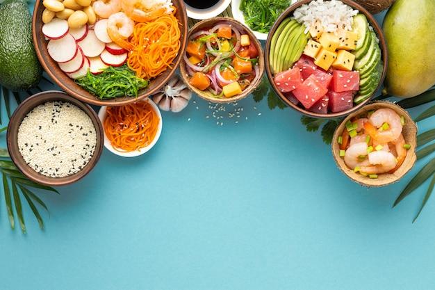 Ассортимент вкусных блюд для поке, вид сверху