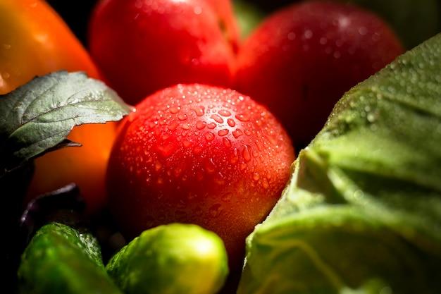 Вид сверху ассортимент свежих осенних овощей и фруктов