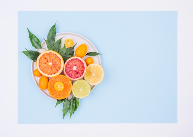 コピースペースと新鮮な果物のトップビューの品揃え