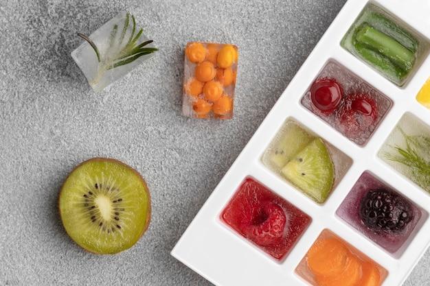 냉동 식품의 상위 뷰 구색