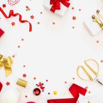 Вид сверху на упакованные подарки
