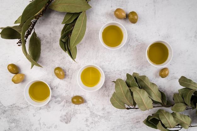 Vista dall'alto assortimento di olio d'oliva