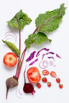Vista dall'alto assortimento di verdure con fragole