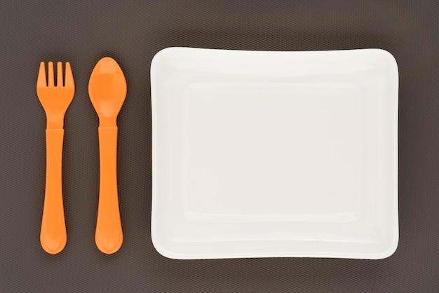 Композиция детской посуды вид сверху