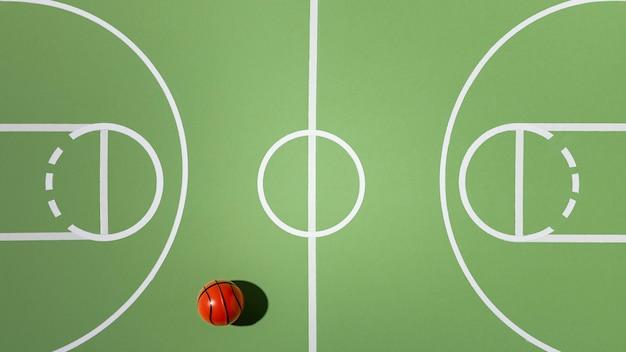 Вид сверху баскетбольный мяч натюрморт