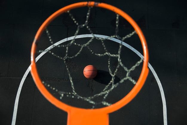 Vista dall'alto dell'anello di pallacanestro