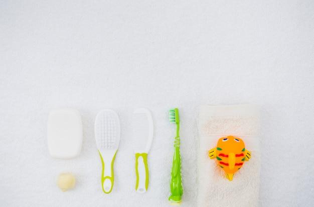 Вид сверху банные принадлежности для малыша