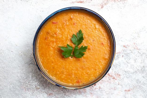 흰색 표면 수프 식사 음식 야채 콩에 접시 안에 merci라는 상위 뷰 콩 수프