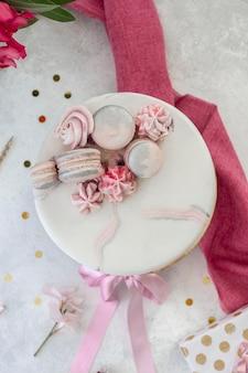 Vista dall'alto del concetto di torta di compleanno