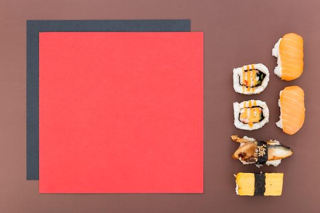 Vista dall'alto di carta menu vuoto con sushi