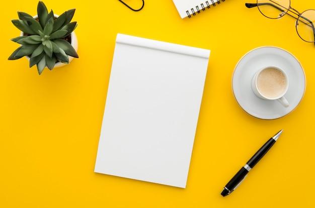 トップビュー空白のノートブック