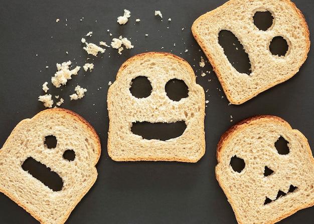 Вид сверху хлеб, выражающий эмоции