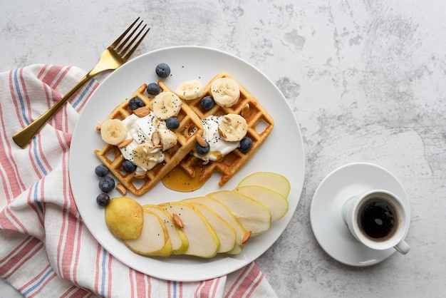 Вид сверху на завтрак