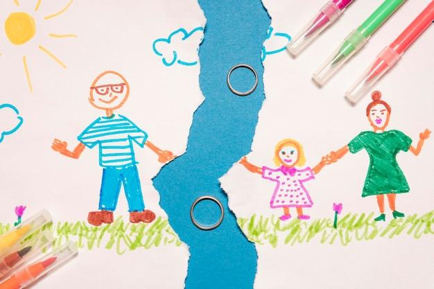Вид сверху сломанный детский рисунок с кольцами