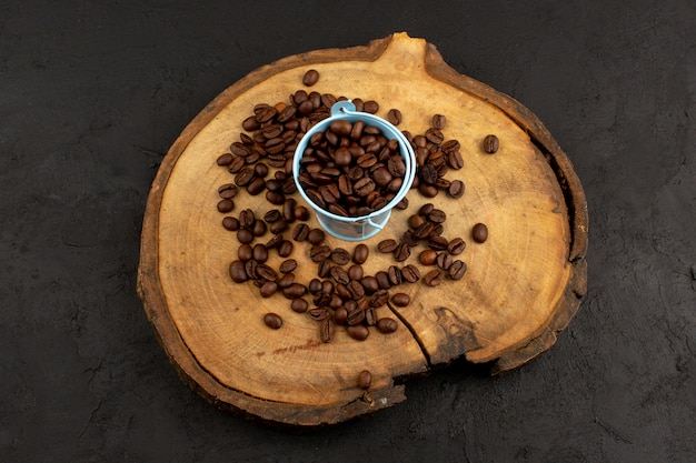 Top view brown coffee seeds on the dark