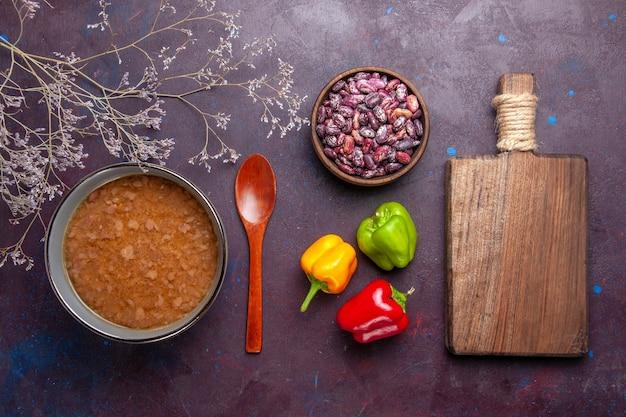 어두운 표면 수프 야채 식사 음식 부엌 기름에 콩 접시 안에 상위 뷰 갈색 수프