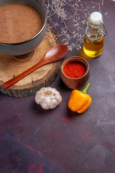 어두운 책상 수프 야채 식사 음식 부엌 콩에 기름과 마늘 상위 뷰 갈색 수프