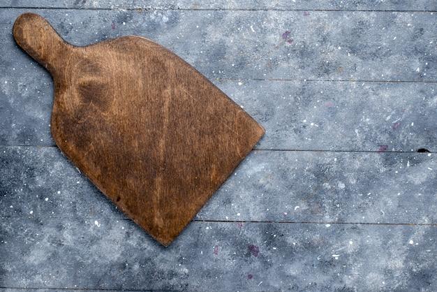 Vista dall'alto della scrivania in legno marrone, su luce, legno, scrivania, cucina