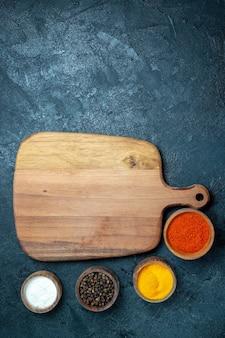 トップビュー茶色の木製デスク