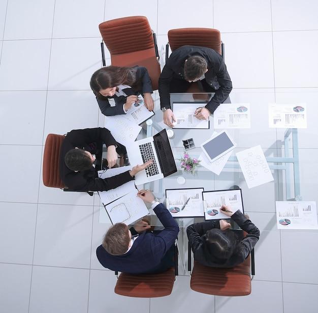 복사 공간이 있는 사무실 workspace.photo의 상위 뷰.비즈니스 팀.