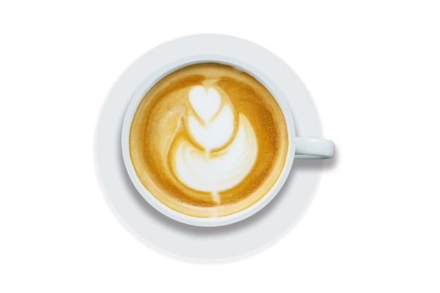 거품이 많은 거품 라떼 아트 커피를 곁들인 탑 뷰 카푸치노 또는 라떼