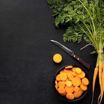 Рамка моркови сверху с копией пространства
