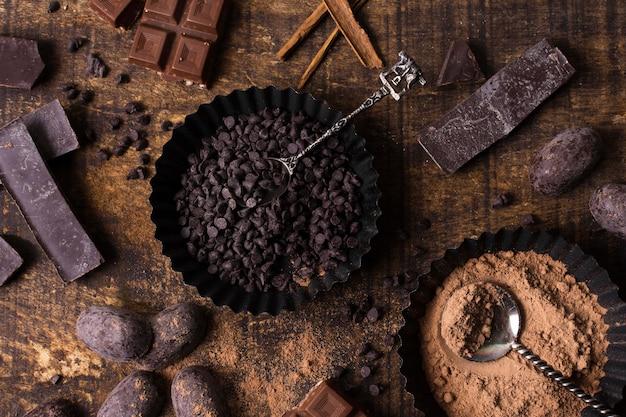 Preparazione del dessert al cioccolato vista dall'alto