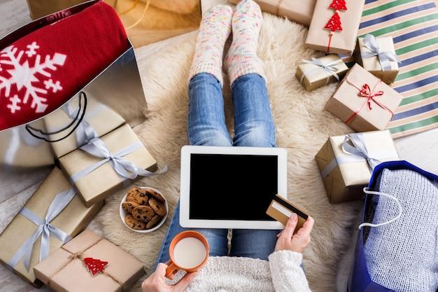Вид сверху рождественские покупки в интернете