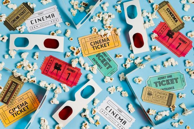 Vista dall'alto biglietti del cinema e occhiali 3d