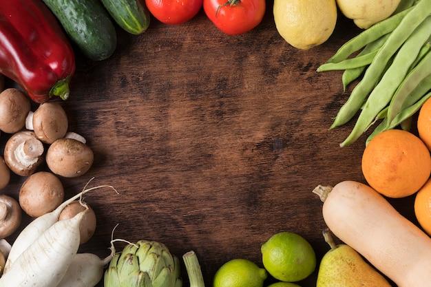 Вид сверху круглая рамка для еды с овощами