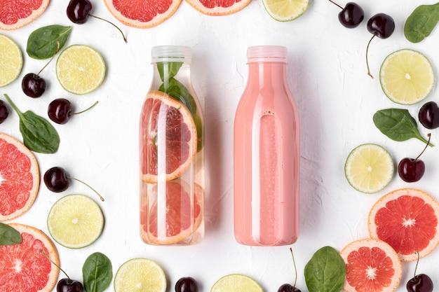 トップビューの柑橘類と飲み物の配置