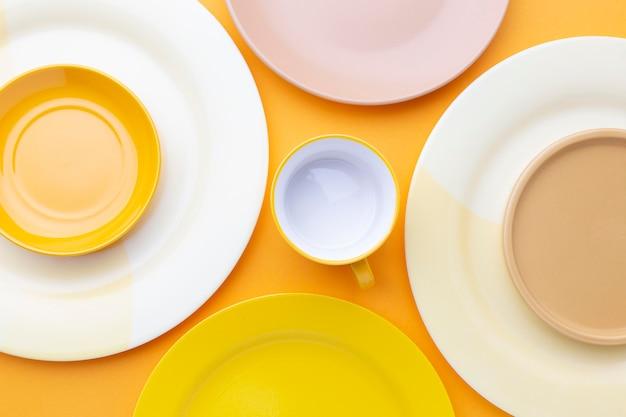 Чистая посуда вид сверху