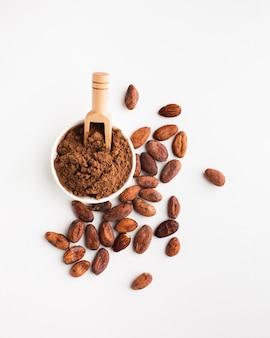 Vista dall'alto di cacao in polvere