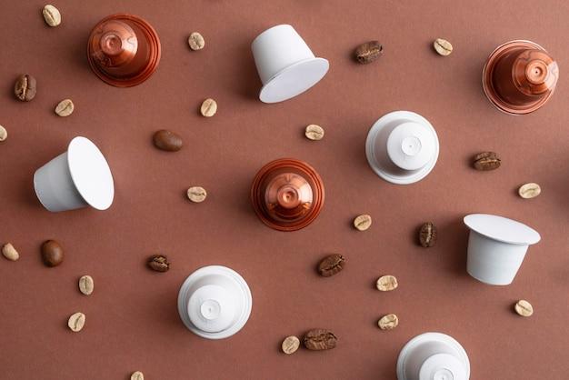 상위 뷰 커피 원두와 커피 캡슐