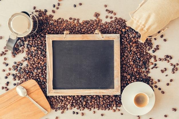 スレートを使ったトップビューのコーヒーコンセプト