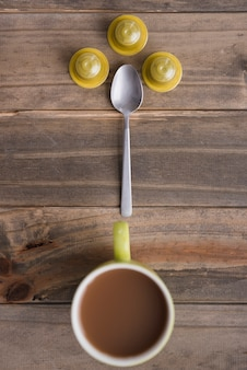 Tazza di caffè vista dall'alto con cucchiaio