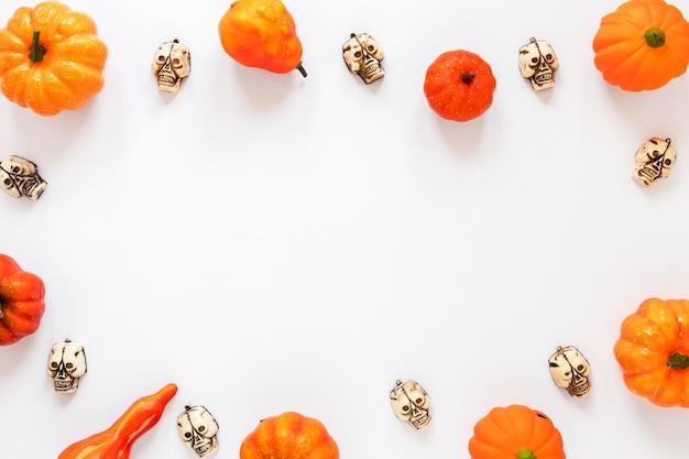 Collezione vista dall'alto di elementi di halloween con spazio di copia
