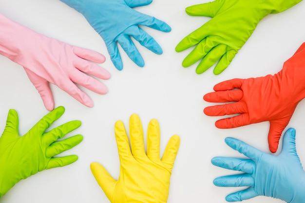 Вид сверху коллекция резиновых перчаток
