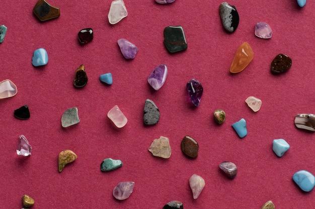 上面図カラフルな小さな石のコレクション