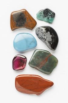 Vista dall'alto colorata piccola collezione di pietre