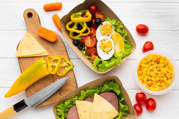 Состав вида сверху порционного обеда
