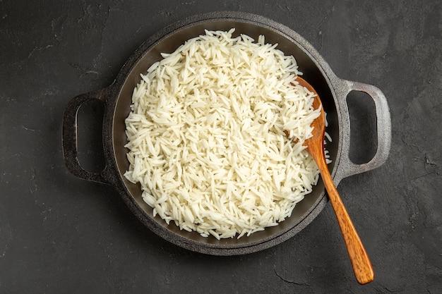 上面図暗い表面の鍋の中のご飯夕食食事食品米東部