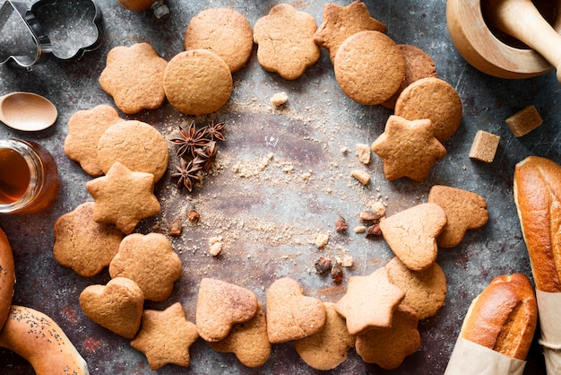 Vista dall'alto mix di biscotti con anice stellato