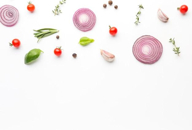 Вид сверху приготовления ингредиентов на столе