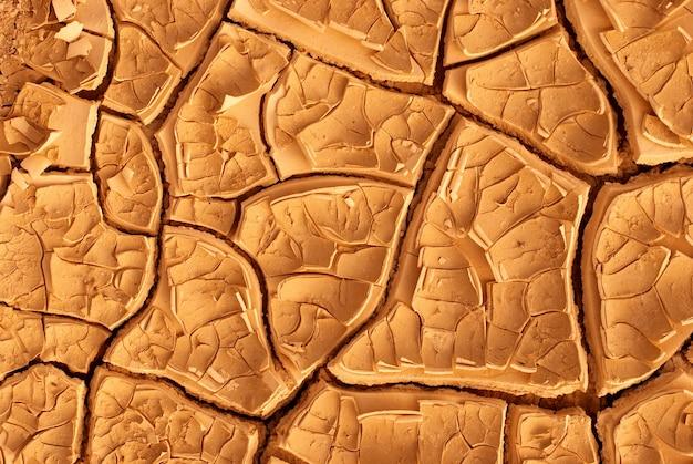 Вид сверху трещины сухой земле абстрактный фон