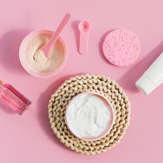 Cosmetici di disposizione di trattamento termale crema vista dall'alto