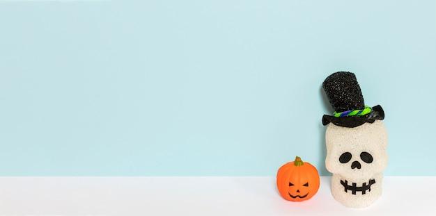 Cranio di halloween raccapricciante vista dall'alto con spazio di copia