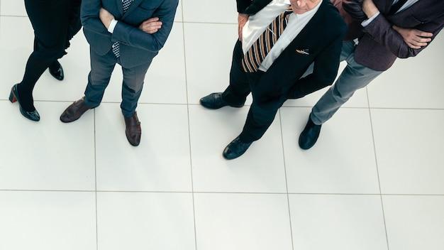 上面図。成功した起業家のグループのトリミングされた画像。コピースペース付きの写真。
