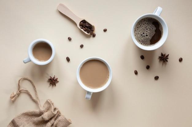 テーブルの上のコーヒーのトップビューカップ